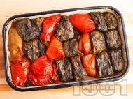 Вкусни печени пълнени чушки и сарми от лапад с кайма и ориз на фурна